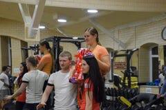 奖励参加者在跨战斗 健身霍尔斯坦 跨比赛竞争致力生日  库存照片
