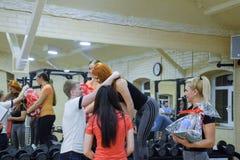奖励参加者在跨战斗 健身霍尔斯坦 跨比赛竞争致力生日  免版税库存图片