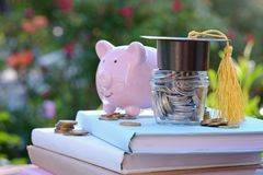 奖学金和教育的财务 在教育概念的投资 图库摄影