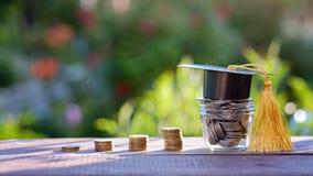 奖学金和教育的财务 在教育概念的投资 免版税库存照片