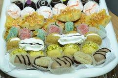 套不同的传统酥皮点心手工制造在mikvah的一个假日之前在订婚前 免版税库存图片