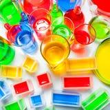 套不同的容量和形状实验室玻璃器皿  免版税库存照片