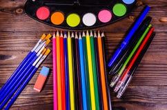套不同的绘图工具 水彩油漆,油漆刷, 库存图片