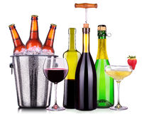 套不同的酒精饮料和鸡尾酒 库存照片