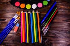 套不同的绘图工具 水彩油漆,油漆刷, 库存照片