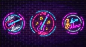 套与圈子框架的霓虹实况音乐标志 与吉他,萨克斯管,笔记的三个实况音乐标志 向量例证