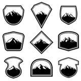 套与山的空的徽章 设计商标的,标签,象征,标志元素 库存图片