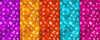 套与心脏的五个五颜六色的无缝的样式 向量例证