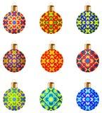 套与时髦的装饰装饰品的9个五颜六色的被隔绝的圣诞节球 皇族释放例证