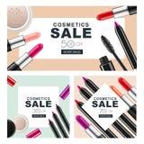 套与构成化妆用品的销售横幅 红色唇膏、染睫毛油、粉末和化妆用品铅笔 免版税库存照片