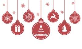 套与标志的红色垂悬的圣诞节球例如雪花、鹿、礼物和圣诞树,隔绝在白色背景 库存图片