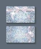 套与花卉设计元素和丝绸弓的珍珠卡片 免版税库存照片