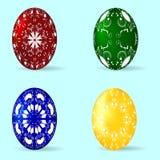 套与装饰品的四个复活节彩蛋 免版税库存照片
