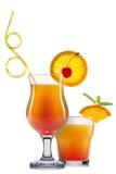 套与装饰的橙色鸡尾酒从在白色背景和五颜六色的秸杆隔绝的果子 库存照片