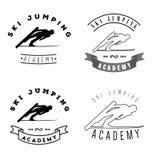 套与跳跃的滑雪者剪影的商标 冬季体育logotyp 库存图片