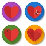套与长的阴影的四个五颜六色的平的心脏象 双重心脏,伤心,心跳 情人节象 免版税库存照片