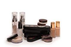 套专业构成的化妆用品在轻的背景 免版税库存图片