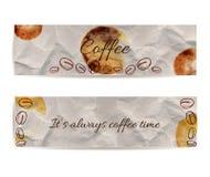 套两副横幅用文本咖啡和它总是咖啡时间 纹理揉与棕色污点和斑点的工艺纸 手拉 免版税库存图片