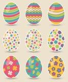 套九个五颜六色的复活节彩蛋 库存照片