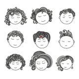 套九张不同逗人喜爱的手拉的面孔 免版税库存图片