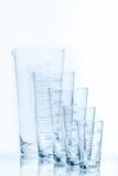 套五个空的温度抗性圆锥形烧杯另外大小 库存图片