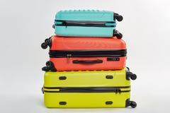 套五颜六色的手提箱 免版税库存照片