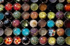 套五颜六色的明亮的缝合的按钮 免版税库存图片
