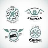 套传染媒介减速火箭的自行车风俗标签或商标 库存图片