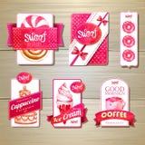 套减速火箭的面包店标签、丝带和卡片设计的 免版税图库摄影