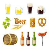 套动画片啤酒:淡和黑啤酒、杯子、瓶、啤酒花球果树、大麦、啤酒小桶、椒盐脆饼和香肠 也corel凹道例证向量 免版税库存照片