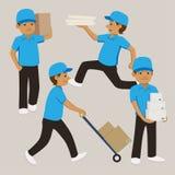 套动画片蓝色制服和盖帽运载的箱子和纸盒的送货人 免版税图库摄影