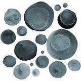 套各种各样的刷子被画的圈子 与在水彩绘的灰色和黑泡影的现代背景 抽象单色patte 库存图片