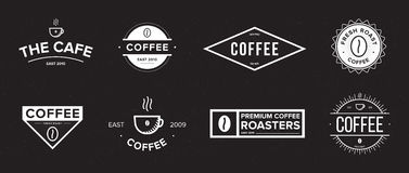 套咖啡标签 另外商标,徽章,在黑背景的象征汇集 传染媒介黑白例证 向量例证
