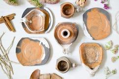 套咖啡的盘从黏土 装饰cerasmics 陶瓷工 库存图片