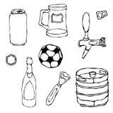 套啤酒对象:能和钥匙,杯子,轻拍,瓶,橄榄球球,开启者,小桶 背景查出的白色 现实乱画C 免版税库存照片