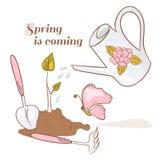 套园艺工具、地面用新芽,喷壶和蝴蝶 免版税库存图片