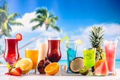 套在异乎寻常的风景的五颜六色的饮料 库存照片