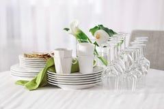 套在桌上的餐具 免版税图库摄影