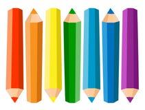 套在白色背景的七支色的铅笔 也corel凹道例证向量 库存照片