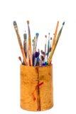 套在铅笔持有人的画笔 免版税库存照片