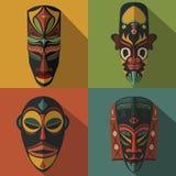 套在颜色背景的非洲种族部族面具 免版税库存照片