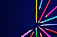 套在黑背景-集合abstrakt的色的铅笔 免版税库存图片