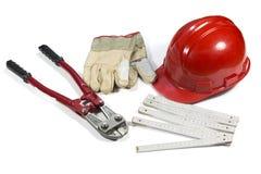 套大厦工具-断线钳、手套、防护盔甲和在白色隔绝的折尺 免版税库存照片
