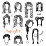 套手拉的妇女的发型 免版税库存照片