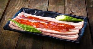 套新猪肉边用辣味番茄酱 库存照片