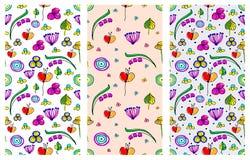 套无缝的传染媒介纯稚花卉样式 与幼稚花和叶子的逗人喜爱的手拉的不尽的背景 系列  库存例证