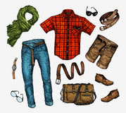 套时髦人s衣裳 装备人颈巾,衬衣,袋子,牛仔裤,裤子,短裤,皮带,鞋子 图库摄影