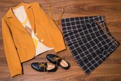 套时髦的女性衣裳和辅助部件 免版税图库摄影