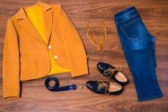 套时髦的女性衣裳和辅助部件 库存图片
