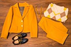 套时髦的女性衣裳和辅助部件 库存照片